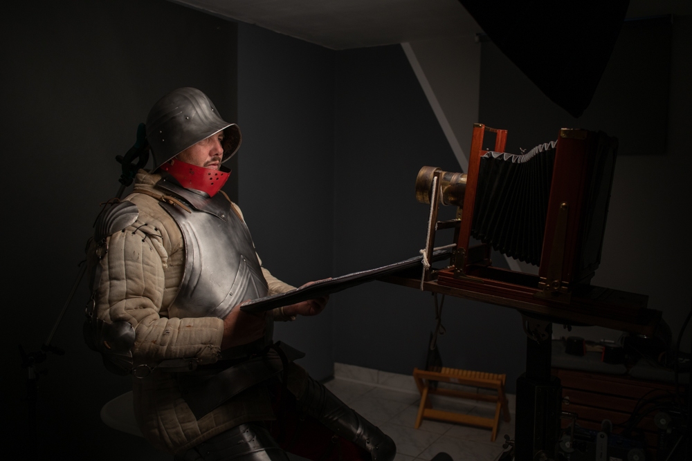 Markus_Hofstaetter_mhaustria.com_shooting_preperation_wetplate_camera_prtzval_Medieval_Knight_Sword_Fighter