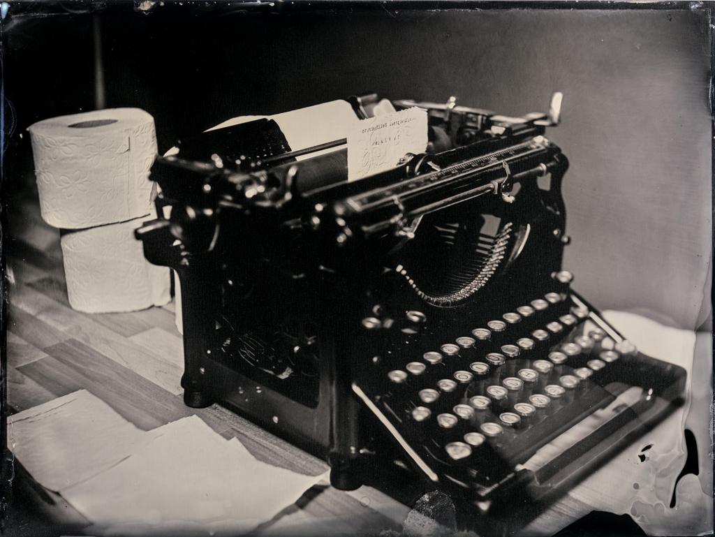 coronavirus_typwriter_toiletpaper_wetplate_markus_hofstaetter