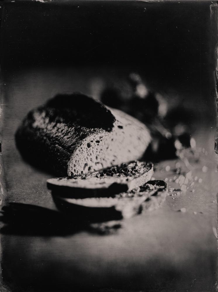 sourdough_bread_wet_plate_food_photography_markus_hofstaetter_hans_gerlach_mhaustria.com_1